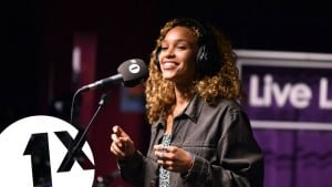 Izzy Bizu – Give Me Love in the Radio 1Xtra Live Lounge
