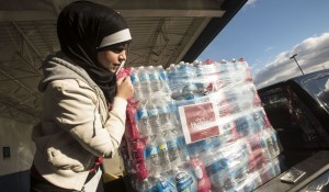 Muslims donate 30,000 bottles of water to Flint, Michigan, during water crisis