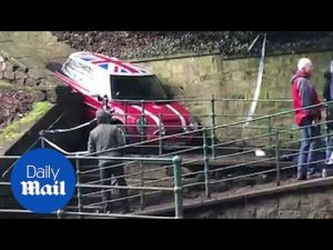 Bizarre footage shows Mini Cooper stuck in a very tight spot – Daily Mail