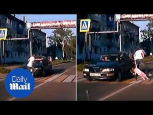 Hero dad shows amazing reflexes to save his daughter from a car – Daily Mail