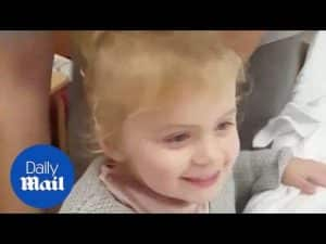 Little girl meets new brother – Daily Mail