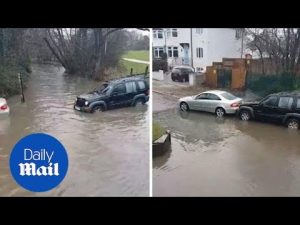 Moment 4×4 drives into flooded ford to push out stuck Mercedes – Daily Mail