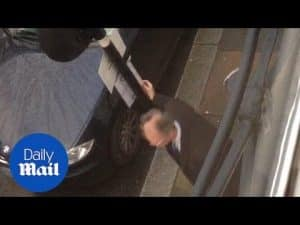 Neighbour caught on camera flipping notice to Chelsea residents – Daily Mail
