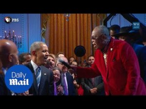 Obama shows off his singing skills at Ray Charles tribute – Daily Mail
