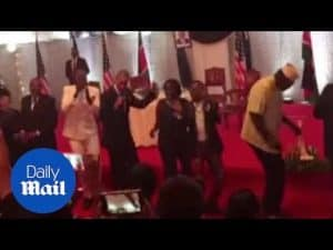 President Obama dances at Kenyan state dinner – Daily Mail