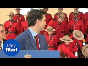 Two members of the Canadian Mounted Police faint behind Trudeau – Daily Mail